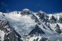 Alta catena montuosa della neve Fotografie Stock Libere da Diritti