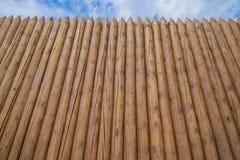 Alta cerca de madera Foto de archivo libre de regalías