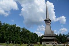 Alta chiesa di legno in Maramures Fotografia Stock