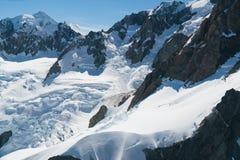 Alta collina della bella montagna di Fox con innevato bianco Immagine Stock