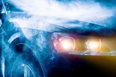 Alta conducción de automóviles de la lluvia Imagenes de archivo