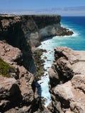 Alta costa rocciosa con spuma Fotografie Stock