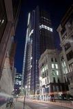Alta costruzione alla notte Fotografia Stock Libera da Diritti