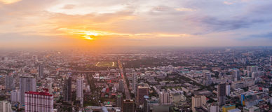 Alta costruzione dell'orizzonte di Bangkok Immagine Stock
