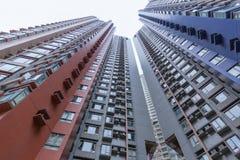 Alta costruzione della sistemazione di aumenti del paesaggio urbano a Hong Kong Immagine Stock Libera da Diritti