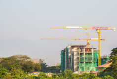 Alta costruzione di aumento che va in su Immagine Stock Libera da Diritti