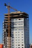 Alta costruzione di aumento che va in su. Fotografie Stock