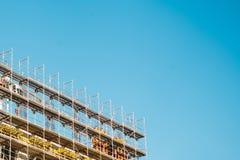 Alta costruzione di aumento che va in su Oggetto non finito di costruzione di nuovo edificio Immagini Stock Libere da Diritti