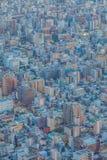 Alta costruzione di Tokyo e casa residenziale Immagine Stock