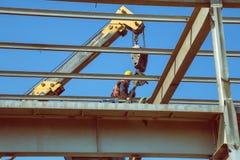 Alta costruzione metallica dissimulante di cui sopra 4 del lavoratore Immagini Stock