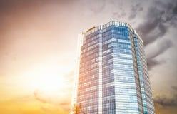Alta costruzione moderna di aumento Immagine Stock Libera da Diritti