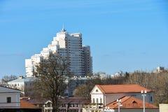 Alta costruzione moderna nel centro storico della città Immagini Stock Libere da Diritti