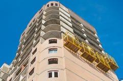 Alta costruzione stretta in costruzione Immagini Stock