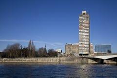 Alta costruzione sulla banca del fiume Meuse Immagine Stock Libera da Diritti