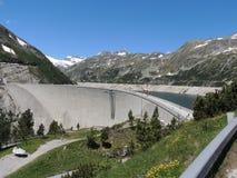 Alta diga nelle montagne dell'Austria Fotografia Stock