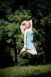 alta donna graziosa di salto Immagine Stock