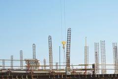 Alta elevación Crane Woking en emplazamiento de la obra Foto de archivo