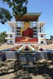 Alta estatua en un templo budista, Weherahena, Matara de Buda Imagen de archivo