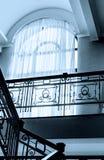Alta finestra sopra le scale Fotografia Stock Libera da Diritti