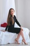 Alta foto chiave di bella e giovane donna affascinante Immagine Stock