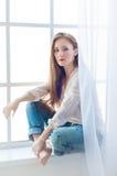 Alta foto chiave di bella e giovane donna affascinante Fotografia Stock