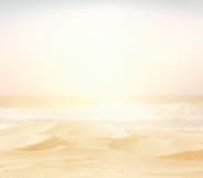 Alta immagine chiave confusa astratta della spiaggia di sabbia vuota Fotografia Stock