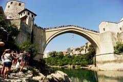 Alta immersione subacquea nel fiume di Neretva a Mostar Fotografie Stock Libere da Diritti