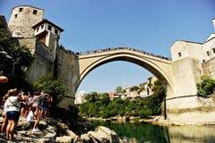 Alta immersione subacquea nel fiume di Neretva a Mostar Fotografia Stock Libera da Diritti