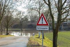 Alta inondazione, strada chiusa Fotografia Stock