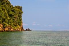 Alta isola rocciosa Fotografie Stock Libere da Diritti
