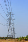 Alta línea de la torre de potencia de Volage Fotos de archivo libres de regalías