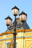 Alta lampada con cielo blu. Fotografia Stock