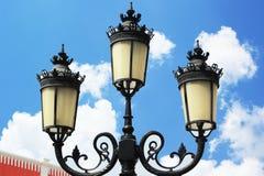 Alta lampada con cielo blu. Fotografia Stock Libera da Diritti