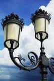 Alta lampada con cielo blu. Immagini Stock