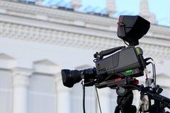 Alta macchina fotografica di definizione su un treppiede Fotografie Stock