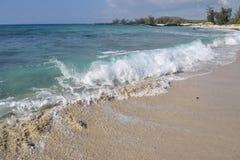 Alta marea alla spiaggia di Makalawena, Kailua Kona, grande isola, Hawai Immagini Stock