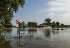Alta marea del traghetto di Bronkhorst al IJssel Fotografie Stock Libere da Diritti