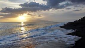 Alta marea durante il tramonto Immagini Stock