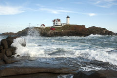 Alta marea intorno a Maine Island Lighthouse Immagine Stock