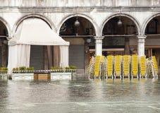 Alta marea nel quadrato di St Mark, Venezia Immagini Stock
