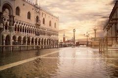Alta marea o acqua Alta al quadrato di San Marco, immagine tonificata Immagini Stock