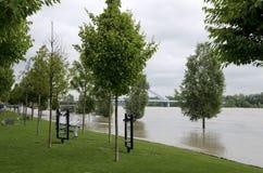 Alta marea su Danubio a Bratislava, Slovacchia Fotografia Stock Libera da Diritti