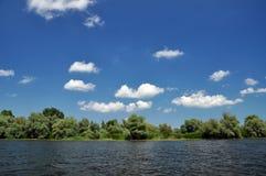 Alta marea su un canale nel delta di Danubio Fotografia Stock