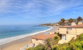 Alta marea sulla spiaggia principale in Laguna Beach Fotografia Stock