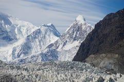 Alta montagna al ghiacciaio di Pasu, Pakistan del Nord Fotografie Stock