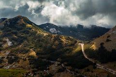 Alta montagna al giorno nuvoloso Immagine Stock