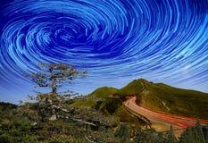 Alta montagna con la galassia Fotografie Stock