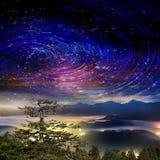 Alta montagna con la galassia Immagine Stock Libera da Diritti