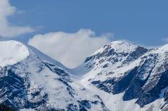 alta montagna con neve e le nuvole Immagine Stock Libera da Diritti