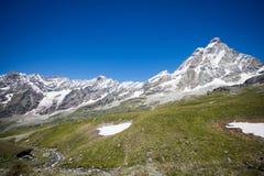 Alta montagna del Matterhorn nelle alpi Immagine Stock